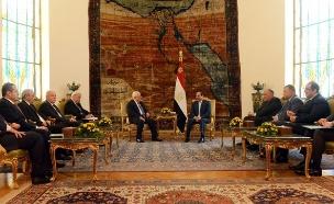 א-סיסי ואבו מאזן בפגישתם, היום (צילום: סוכנות הידיעות הפלסטינית (ופא))