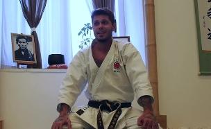 שי חי מתראיין לטלוויזיה האיטלקית (צילום: Karateka, מתוך יוטיוב ,יוטיוב)