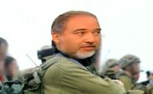 מי יודע על עברו הצבאי של ליברמן? (צילום: מתוך חי בלילה ,שידורי קשת)