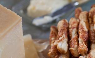 מקלות פרמזן ואורגנו (צילום: דניאל לילה ,אוכל טוב)