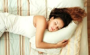 אישה ישנה (צילום: shutterstock: Spectral-Design)