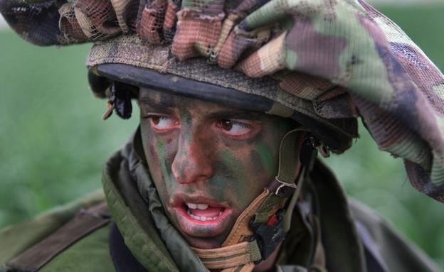 לוחם עם צבעי הסוואה (צילום: אימג'בנק/GettyImages ,getty images)