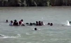 פליטים מנסים לחצות את הפרת