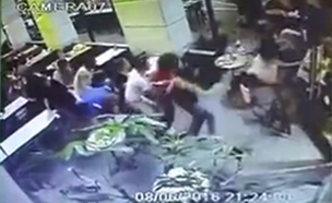 תיעוד: רגעי הבהלה בזמן הפיגוע בתל אביב