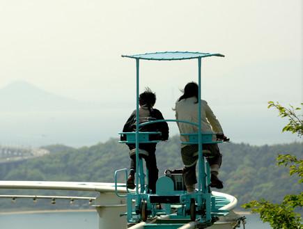 רכבת הרים עם פדלים ביפן