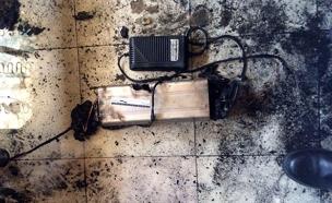 סוללת האופניים שנמצאה בדירה (צילום: דוברות כבאות והצלה)