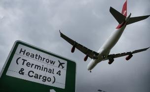 מטוס מעל שדה התעופה הית'רו בלונדון (צילום: getty images ,getty images)