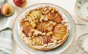 פאי אפרסקים וקרם אגוזי לוז (צילום: אפיק גבאי ,אוכל טוב)