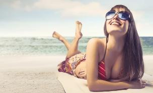 בחורה משתזפת (צילום: Shutterstock ,shutterstock)