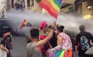 מפזרים את המצעד באיסטנבול