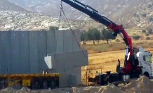 החלה בניית החומה החדשה (צילום: מחלקת ביטחון מועצה אזורית בני שמעון)