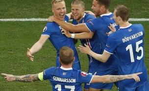 באיסלנד לא נרגעים מהניצחון (צילום: רויטרס)