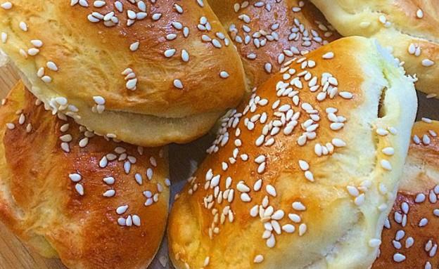 סמבוסק טונה וזיתים ממכרים (צילום: קרן לוי ,אוכל טוב)