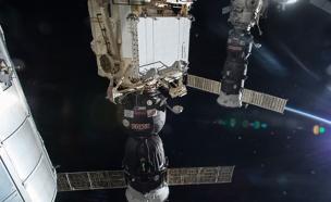 כותרות העבר: מפגש היסטורי בחלל (צילום: רויטרס)