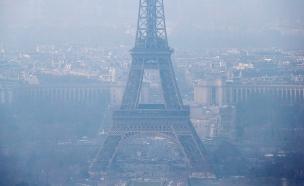 גם בפריז מתקשים לנשום (צילום: רויטרס)
