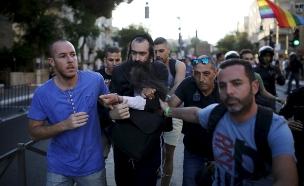 ישי שליסל עם מעצרו בשנה שעברה (צילום: רויטרס)