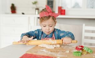 לבשל עם הילדים (צילום: Shutterstock/Kokosha Yuliya)