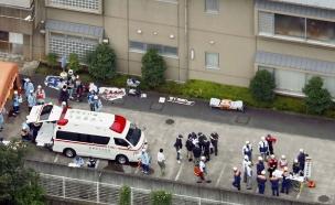 כוחות משטרה מחוץ למרכז בו אירע הרצח (צילום: SKY NEWS)
