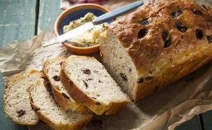 לחם יוגורט, זיתים ואורגנו (צילום: בבושקה הפקות ,מאקו)