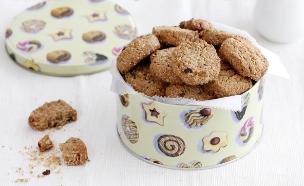 עוגיות גרנולה, קפה וקוקוס (צילום: נטלי לוין ,אוכל טוב)