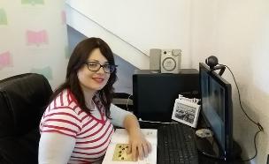 """דינה זוהר, מחנכת בבית ספר וירטואלי מטעם חב""""ד (צילום: צילום ביתי ,mako)"""