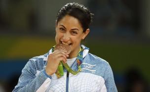 ירדן ג'רבי אחרי שזכתה במדלית ארד בג'ודו באולימפיאדת ריו 2016 (צילום: ap ,ap)