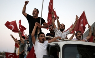 הפגנות תמיכה בארדואן (צילום: רויטרס)