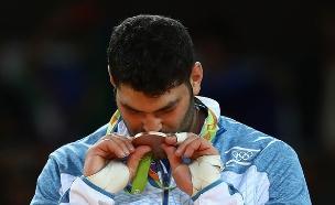 אורי ששון זוכה במדליה (צילום: אימג'בנק/GettyImages ,getty images)