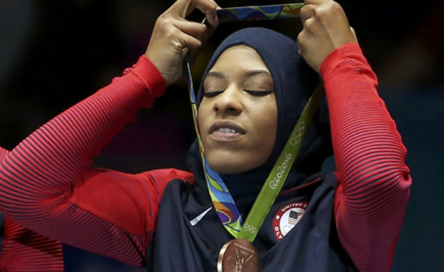 איבטיהאג' מוחמד עם המדליה (צילום: רויטרס)