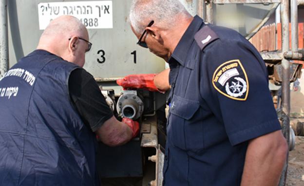 סחרו בסולר בשווי מאות אלפי שקלים (צילום: דוברות המשטרה)
