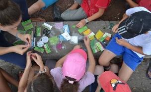 ילדים קיטנה חרוזים מחנה קיץ חופש גדול (צילום: אלה קוסטינר)