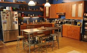מטבח - הבחורה החדשה (צילום: 20th television)
