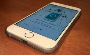 אייפון שבור עם אפליקציית Mobilab (צילום: יאיר מור ,NEXTER)