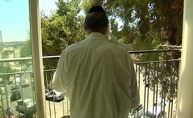 ממתינה לגט כבר 11 שנים - אב הסרבן נכלא (צילום: חדשות 2)