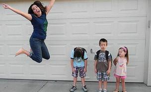 הילדים חוזרים ללימודים וההורים חוגגים (צילום: פייסבוק)
