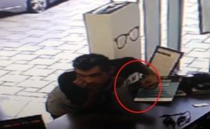 תיעוד: גנב הסמארטפונים בפעולה (צילום: חדשות 2)