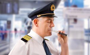 טייס מעשן (צילום: Monika Wisniewska, Shutterstock)