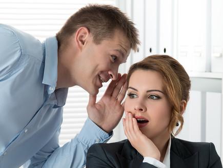 רכילות במשרד (אילוסטרציה: shutterstock ,mako)