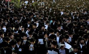 חרדים מוחים נגד פעילות מתחם ביג פאשן באשדוד (צילום: אילן אסייג ,TheMarker)