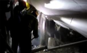 """צפו בניסיונות החילוץ מתוך החניון (צילום: אסי דבילנסקי / דוברות מד""""א)"""