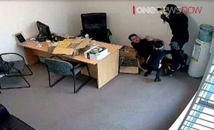 מצלמת האבטחה קלטה את הדרמה (צילום: SkyNews)