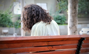 צותת לשיחותיה של גרושתו - ותקף אותה. אילוסטרציה (צילום: חדשות 2)