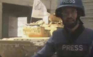 העיתונאי נקלע לפיצוץ טנק (צילום: צילום מסך מתוך הסרטון)