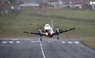 מטוס מתקשה להמריא בגלל רוחות