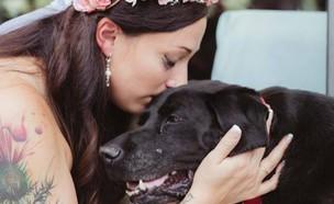 קלי וצ'רלי הכלב (צילום: פייסבוק)