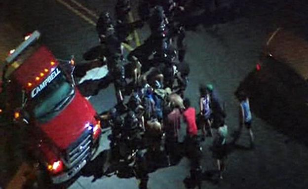 מאות מפגינים ברחובות צפון קרוליינה. צפו (צילום: WSOC)