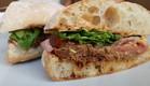 כריך טלה יווני (צילום: עומר מילר ,אוכל טוב)