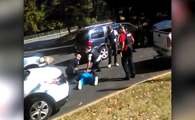 צפו בתיעוד השניות שלפני הירי (צילום: cnn source)