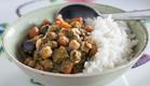 תבשיל חומוס וירקות בפסטו קארי (צילום: אסף רונן ,אוכל טוב)