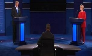 הילרי קלינטון עם דונלד טראמפ בעימות
